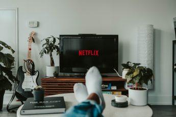 Libros con adaptaciones a películas y series que puedes ver en Netflix