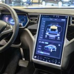 Tesla Autopilot Will Detect Green Lights and Speed Limit Signs With the Upcoming Update