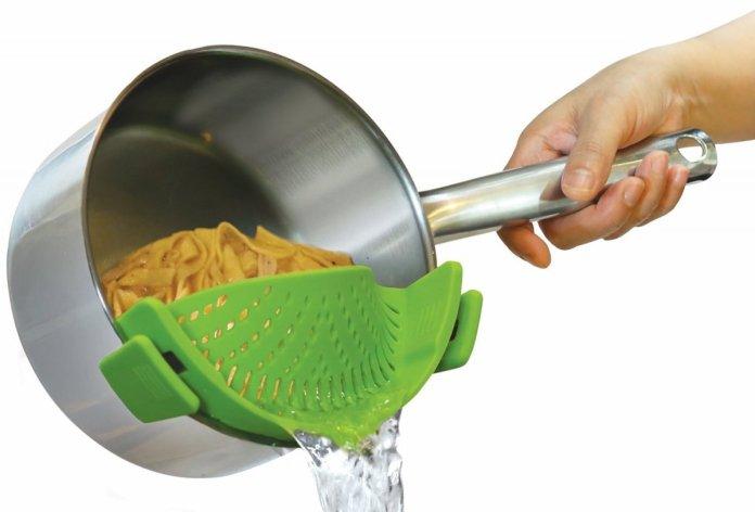 12. La passoire amovible qui se fixe sur votre casserole