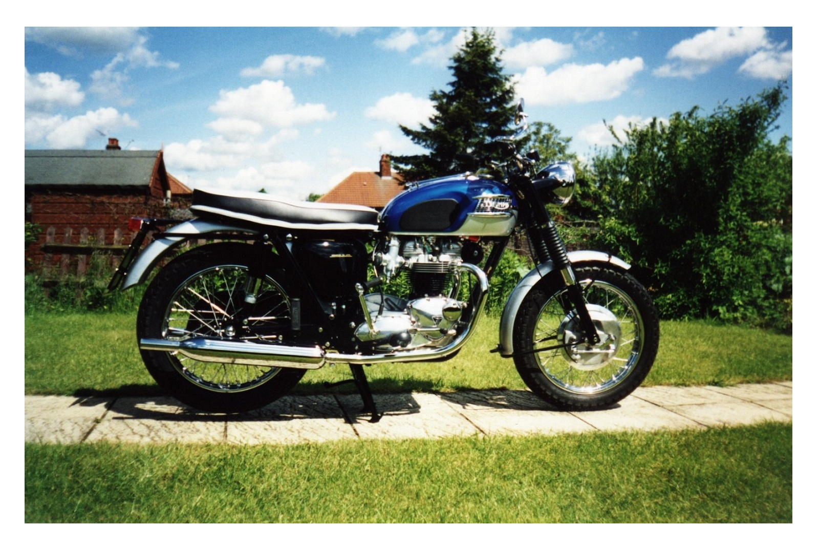 hight resolution of 1965 t120 bonneville the bike shed classic triumph motorcycle restoration