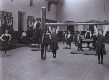 First floor Art Department, drawing class in new extension, 1913 © Andrew Paterson/SHPA