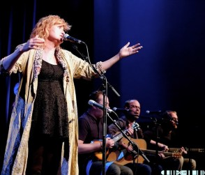 Eddi Reader 9 - Eddi tops the show