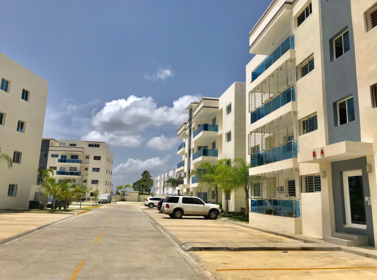 Residencial Brisas del Dorado II Apartamentos con Piscina, Santiago