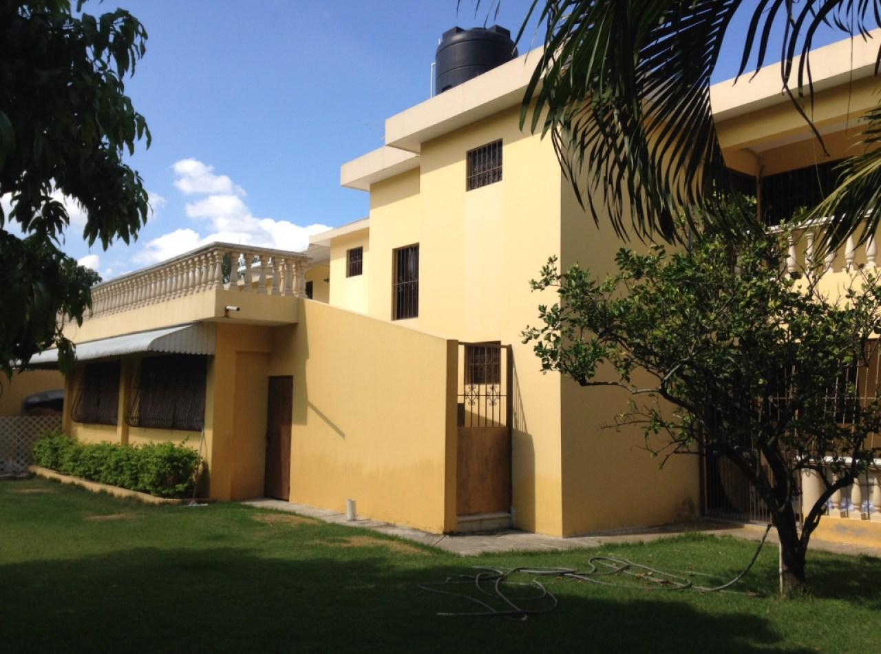Magnífica Casa en Urb. Los Hidalgos en Santiago con 4 Habitaciones y 1200 mts2