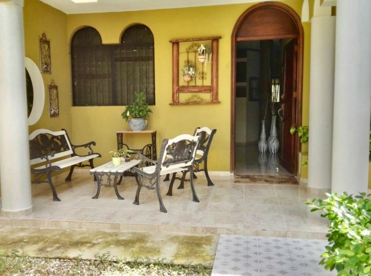 Majestuosa Casa de 4 Habitaciones en los Llanos de Gurabo