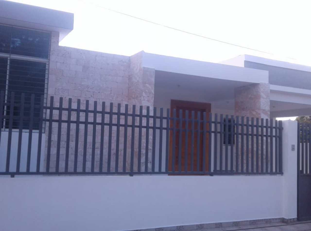 Hermosa Casa Moderna con 3 Habitaciones en Urbanización de Gurabo