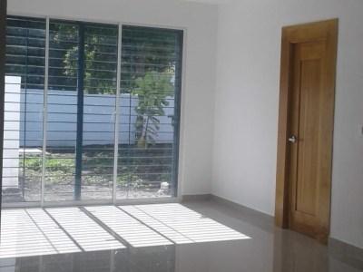 Casa Moderna en Planos con 3 Habitaciones en Urbanización de Gurabo