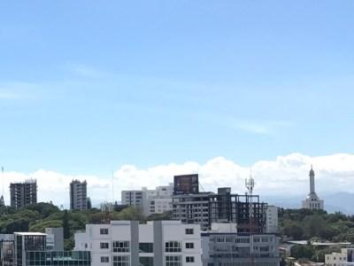 Lujoso Edificio Comercial de 4 Niveles y 1,082 Mts2 de Construcción en Santiago