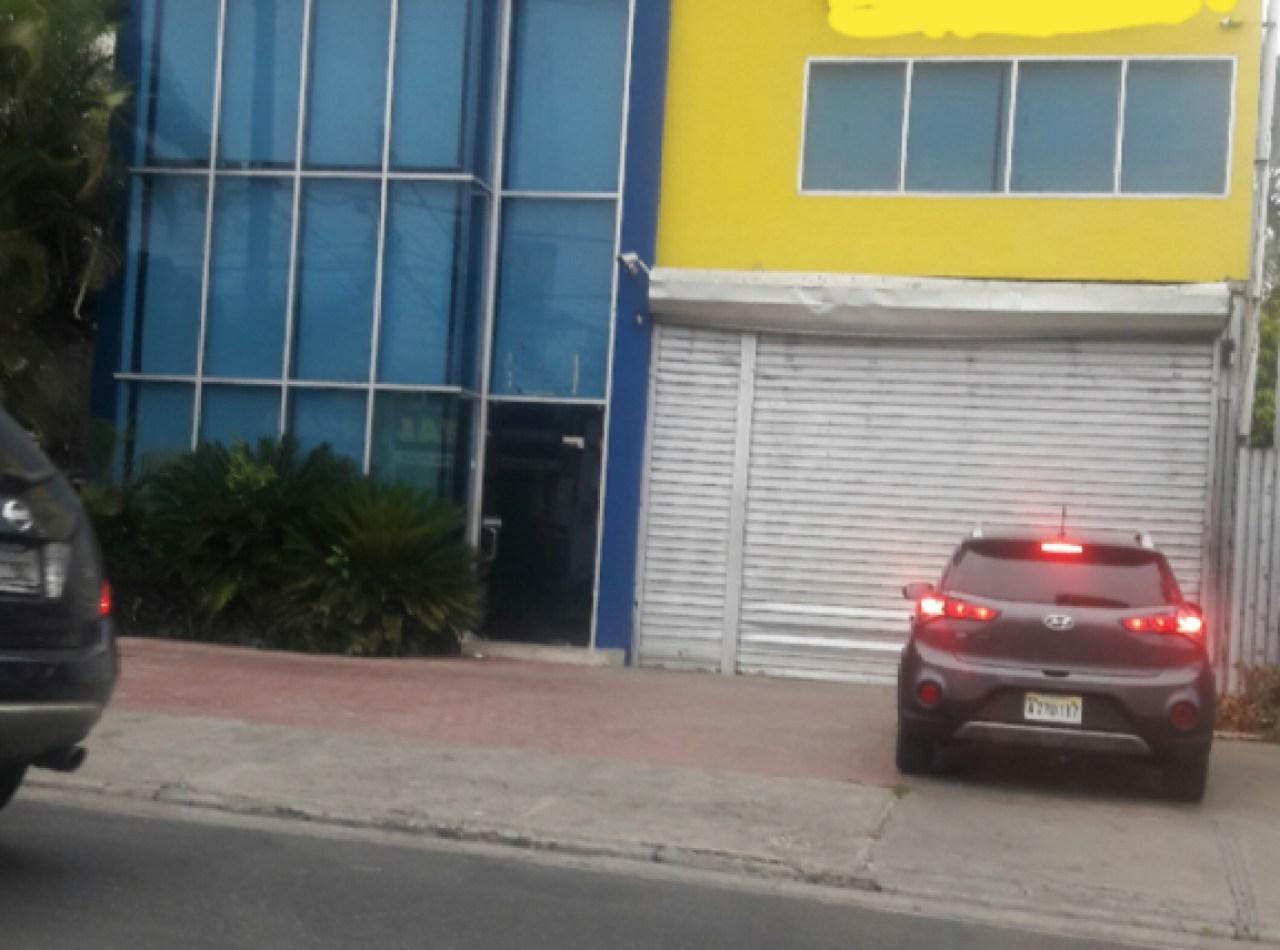 Edificio Comercial e Industrial Disponible en La Española, Santiago