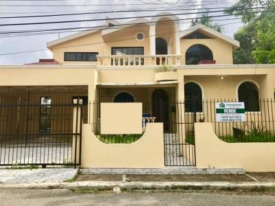 Casa en Venta en el Dorado, Santiago con Propuesta de Remodelación