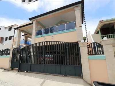 Hermosa Casa Nueva de Dos Niveles en Urb. Las Antillas, Santiago.