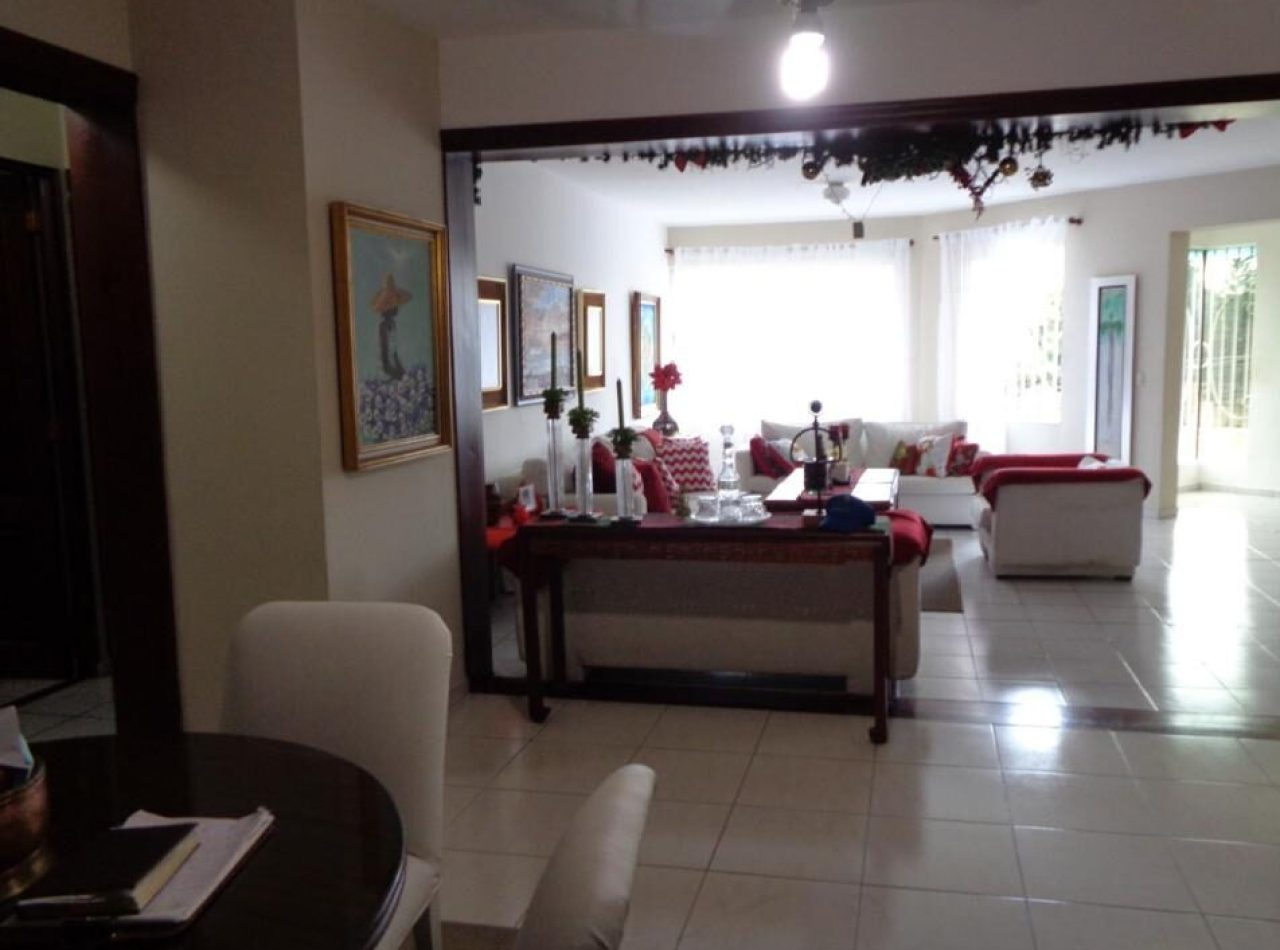 Confortable y Amplio 2do Nivel en Torre Blanca, La Rosaleda, Santiago