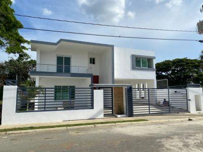 Hermosa Casa en Venta en Cerro Alto