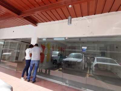 Se Alquila Local Comercial en Plaza de Santiago