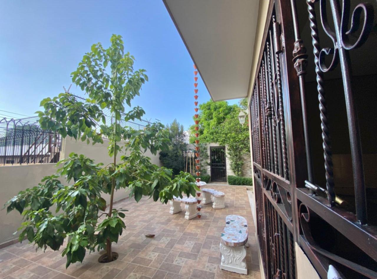 Casa Exquisita con 5 Habitaciones, Jardines del Norte
