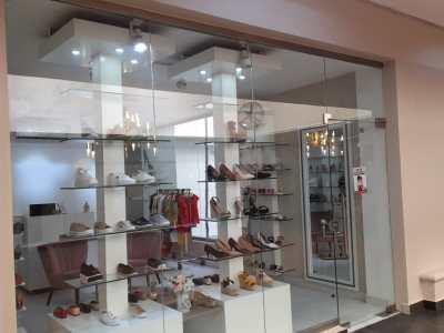 Se Vende Tienda de Zapatos de Mujer en Importante Plaza de Santiago
