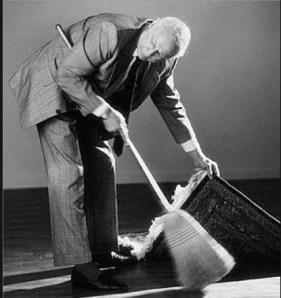 basura-bajo-la-alfombra% - ¿Hay demasiada basura bajo la alfombra de la economía de los EEUU?