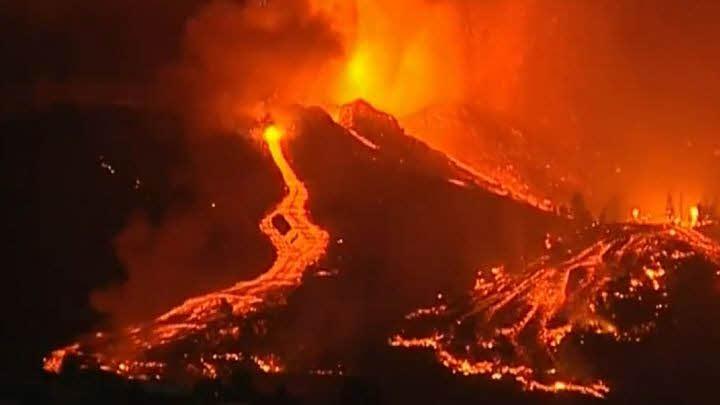 erupcion-volcanica-la-palma% - Canarias: islas fabricadas por volcanes