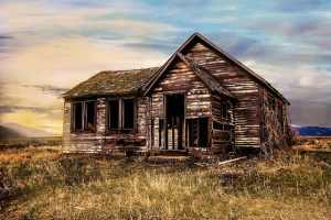 old-farmhouse-2535919_640 How to Fix and Flip Real Estate Investment Properties
