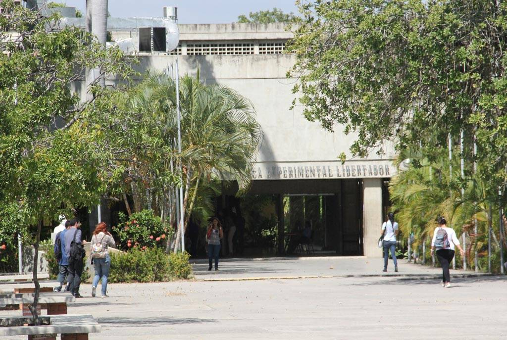 Fachada de la entrada del Edificio Sede de la UPEL IPB, sede Sector OESTE.  Barquisimeto, Venezuela