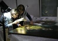 Toma de muestras en pintura sobre tela- Foto IPCE