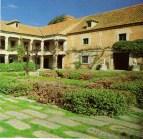 Patio y fachada interior del Quejigal.