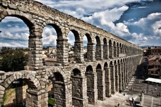 Vista actual del acueducto de Segovia. Wikimedia Commons.