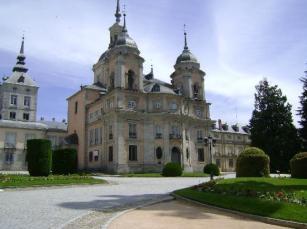 Vista actual de la colegiata de La Granja de San Ildefonso en Segovia. Wikimedia Commons.