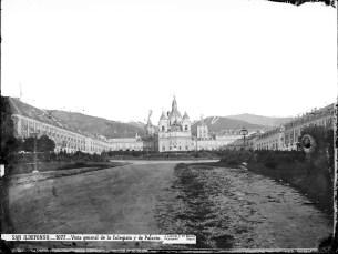 J. Laurent: Vista de la Colegiata y Palacio de La Granja de San Ildefonso. Fondo IPHE.
