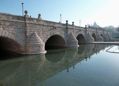 Puente de Segovia en Madrid. Foto: wikicommons.