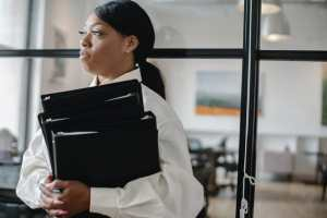 Read more about the article Le bien-être au travail chez les femmes managers de proximité hypersollicitées : 4 clés pour gérer les émotions négatives de son équipe