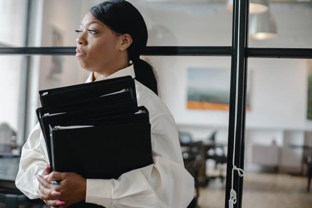Le bien-être au travail chez les femmes managers de proximité hypersollicitées : 4 clés pour gérer les émotions négatives de son équipe