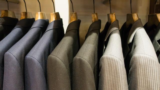 スーツたくさん