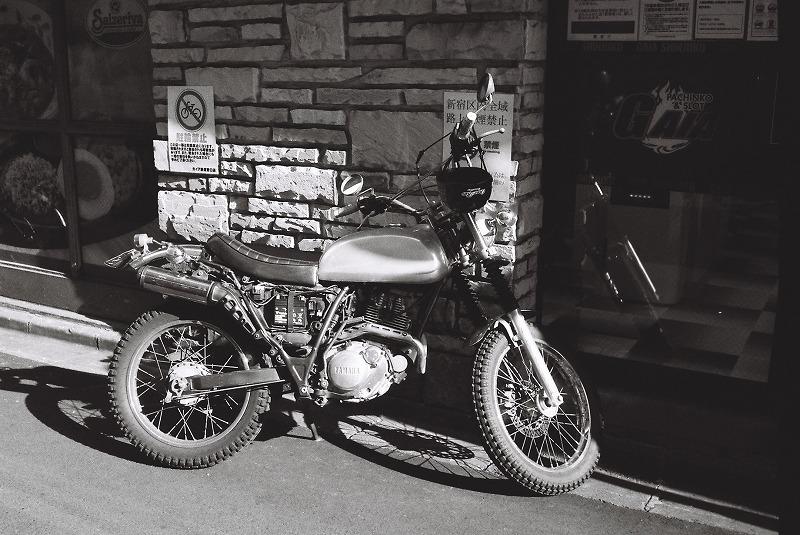 繁華街で見つけたバイク