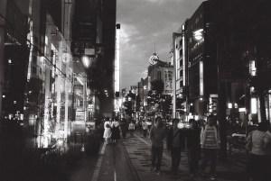 繁華街の夜景