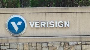 verisign (VRSN) logo su un segno
