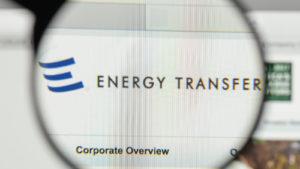 Una lente di ingrandimento ingrandisce il sito Web per il trasferimento di energia (ET).