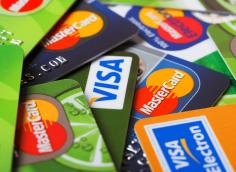 Как выбрать банковскую карту правильно