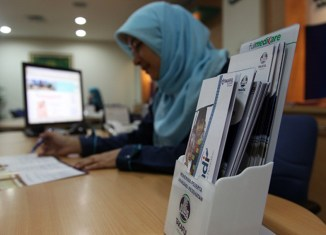 Indonesia rushes to create Islamic megabanks