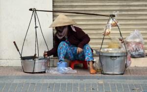 Vietnam street vendor_Arno Maierbrugger