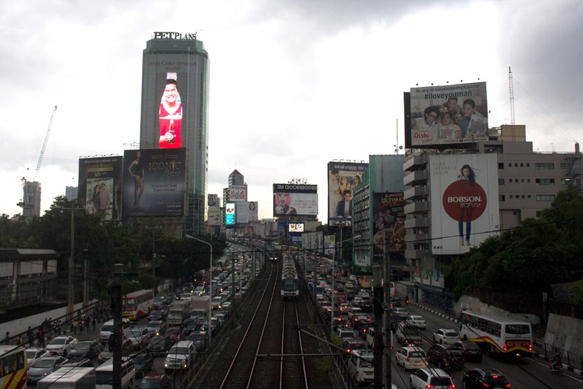 Manila's tale of two cities: Where rich and poor coexist