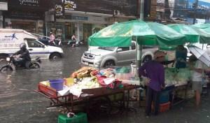 Bangkok street flooding_Arno Maierbrugger