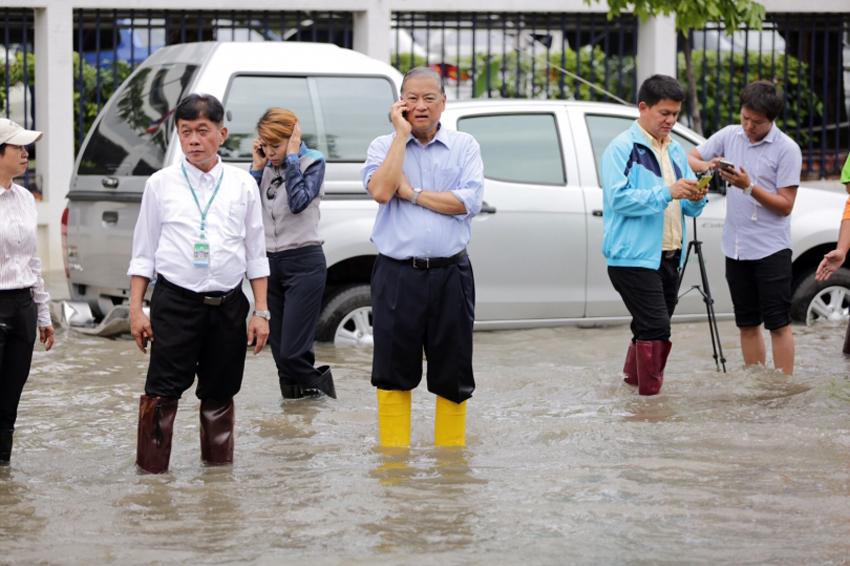 Bangkok mayor suspended by Thailand's junta