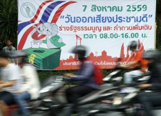 Ahead of crucial referendum, Thai junta promises elections in 2017
