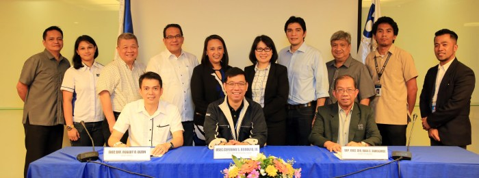 BOI MOA DOST - Photo shows Undersecretary Rodolfo (seated, middle) with his co-signatories MIRDC Executive Director Dizon (seated, left) and PCIEERD Deputy Executive Director Raul Sabularse (seated, right)