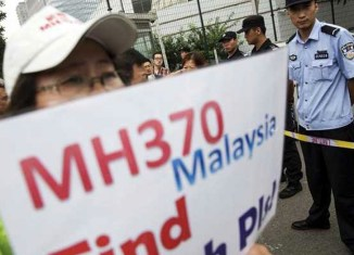 Malaysia urges private firms to find MH370, offers reward