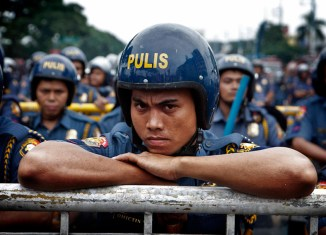 Philippine officials downplay safety risks as travel warnings mount