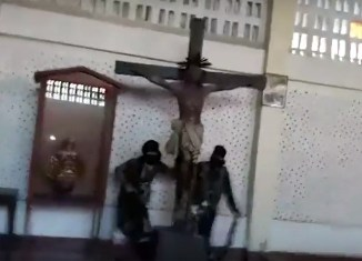 Islamic State radicals destroy and torch church in Mindanao (video)