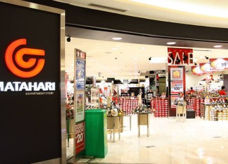 Indonesia's retail stores feel the void as online shopping takes off