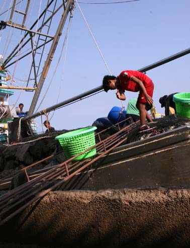 Thailand keen to register illegal migrant workers on time